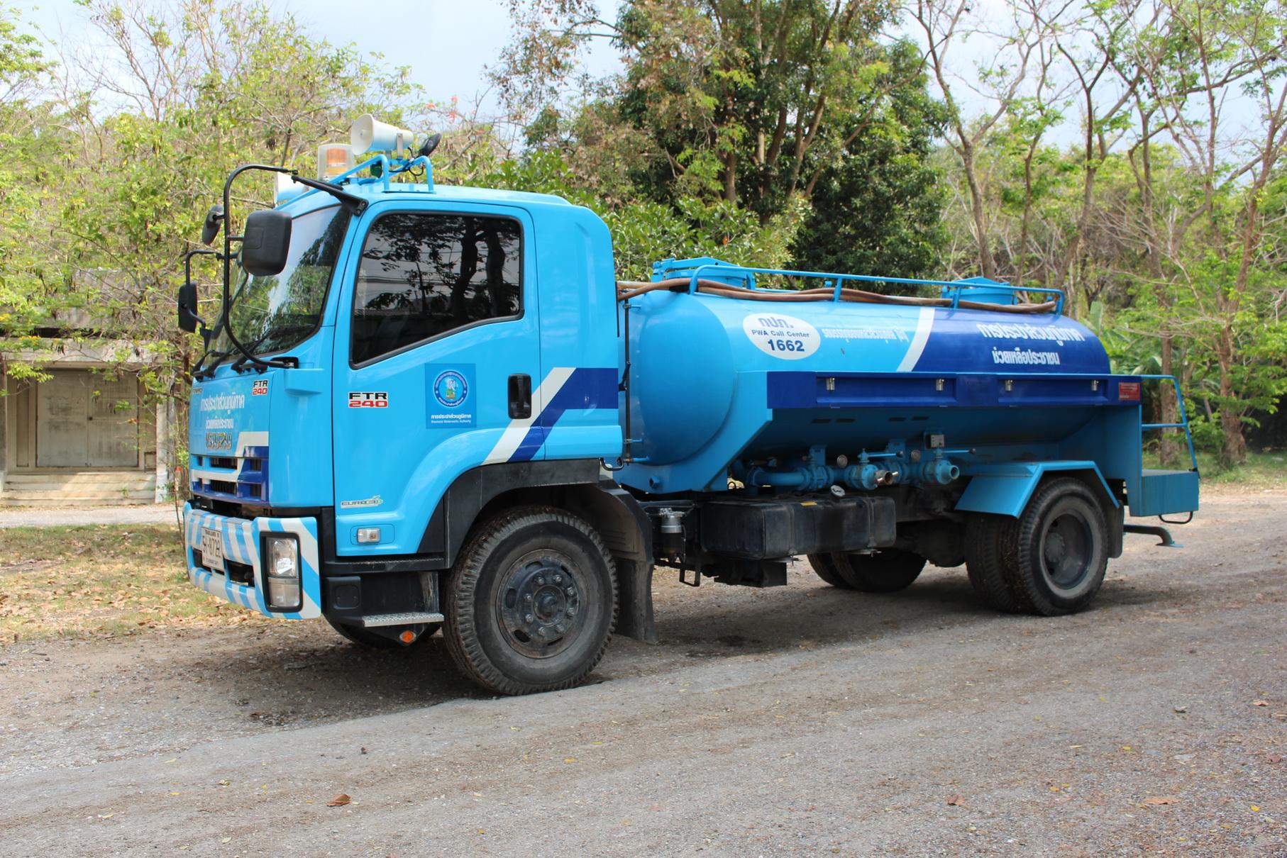 กปภ.ชลบุรี มุ่ง-มั่น เทคแคร์ผู้ใช้น้ำบริการ รถน้ำเคลื่อนที่ จากเหตุท่อแตกรั่วอย่างสุดวิสัย