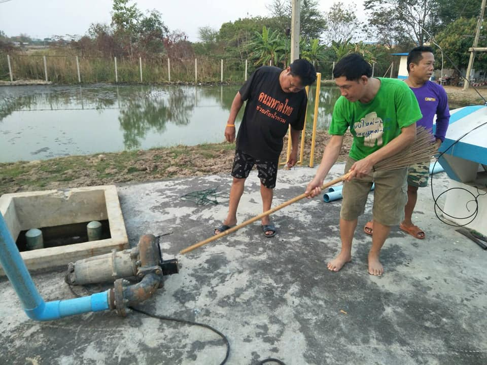 กปภ.สาขาเลาขวัญ  ร่วมกันดำเนินการล้างถังน้ำใสขนาด500 ลบม.