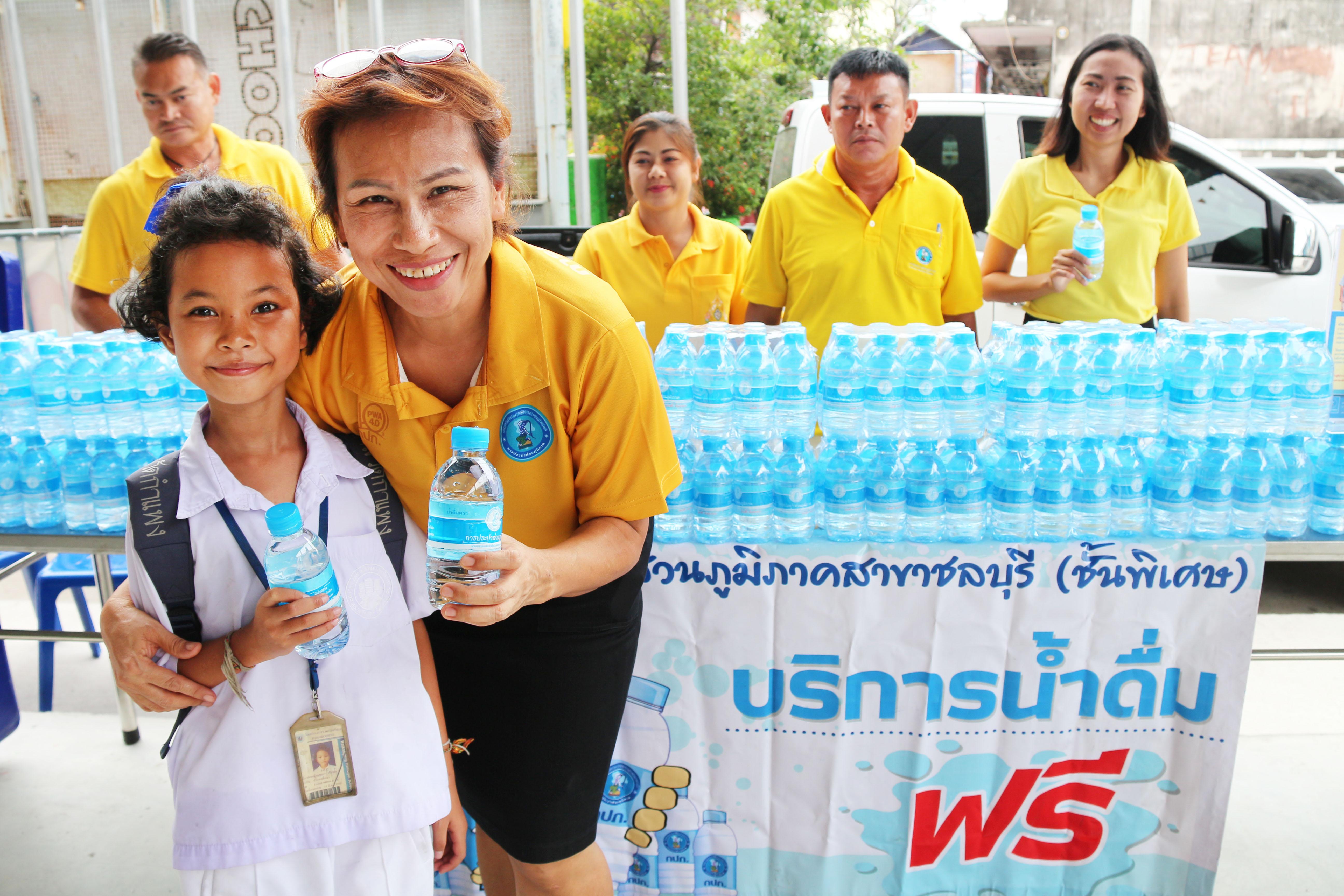 """กปภ.สาขาชลบุรี (พ) บริการน้ำดื่ม """"โครงการเทศบาลร่วมใจ ห่วงใยชุมชน"""""""