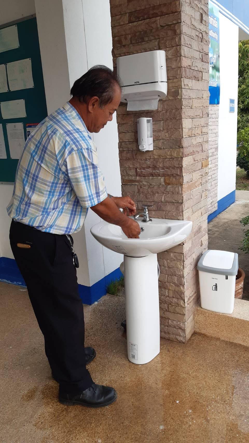 กปภ.สาขาท่าเรือ ให้บริการอ่างล้างมือและเจลแอกอฮอล์ เพื่อป้องกันเชื้อไวรัส COVID-2019