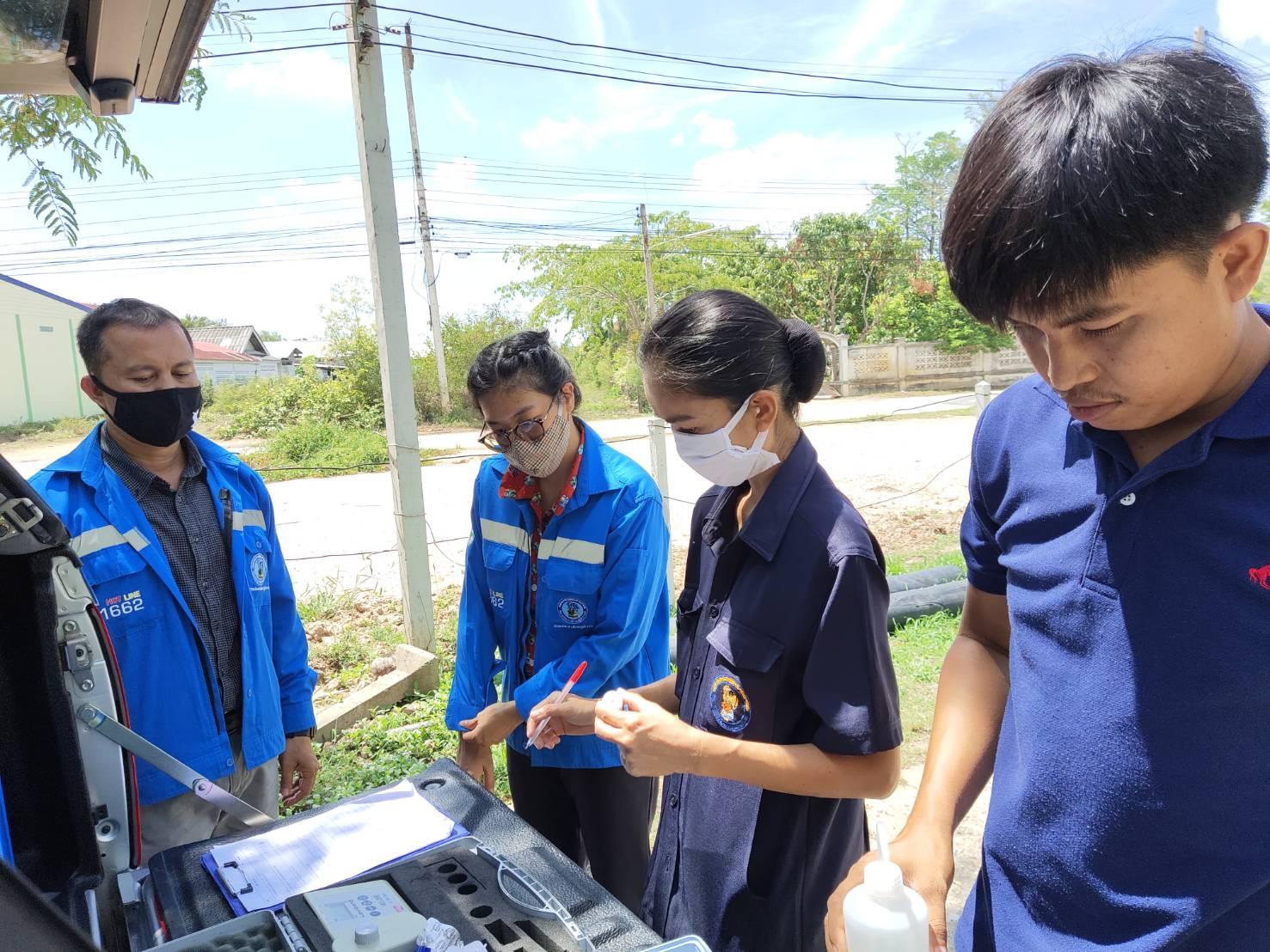 กปภ.สาขาปราณบุรี ส่งพนักงานร่วมกับ กปภ.ข.3 กองระบบผลิตและควบคุมคุณภาพน้ำ  สุ่มตรวจเก็บน้ำตัวอย่าง เพื่อวิเคราะห์