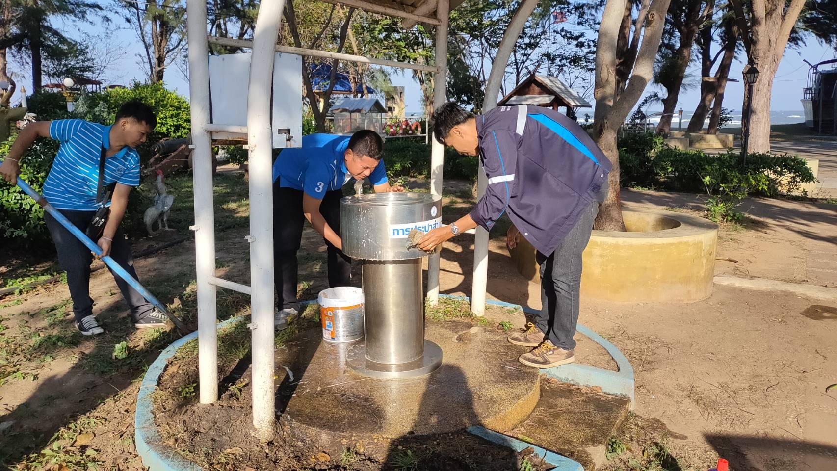 การประปาส่วนภูมิภาคสาขาปราณบุรี จัดส่งพนักงานทำความสะอาดและบำรุงรักษา แท่นน้ำประปาดื่มได้ ประจำเดือนธันวาคม 2563