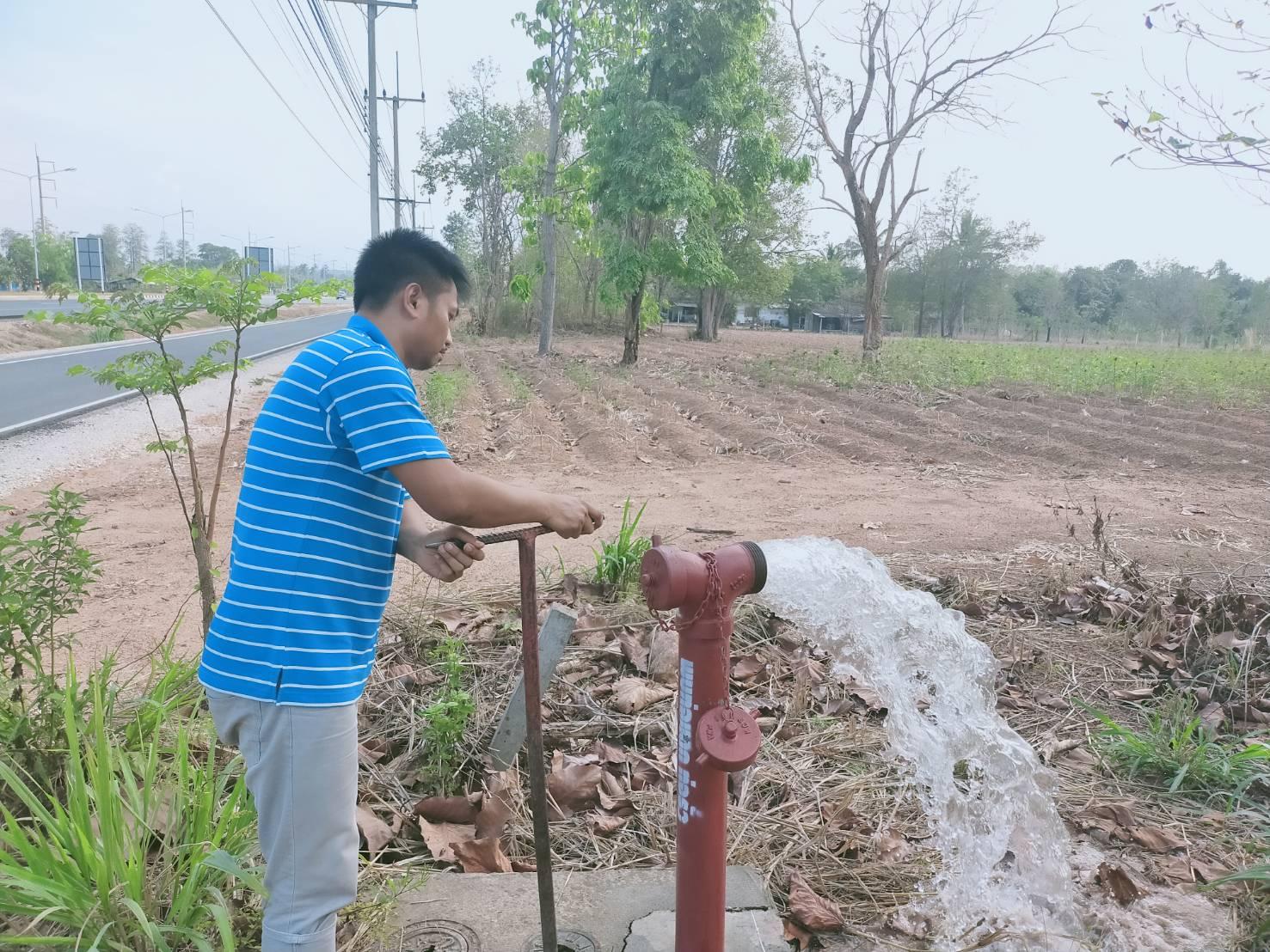 การประปาส่วนภูมิภาคสาขากำแพงเพชร จัดส่งพนักงานแก้ไขปัญหาน้ำประปาขุ่น