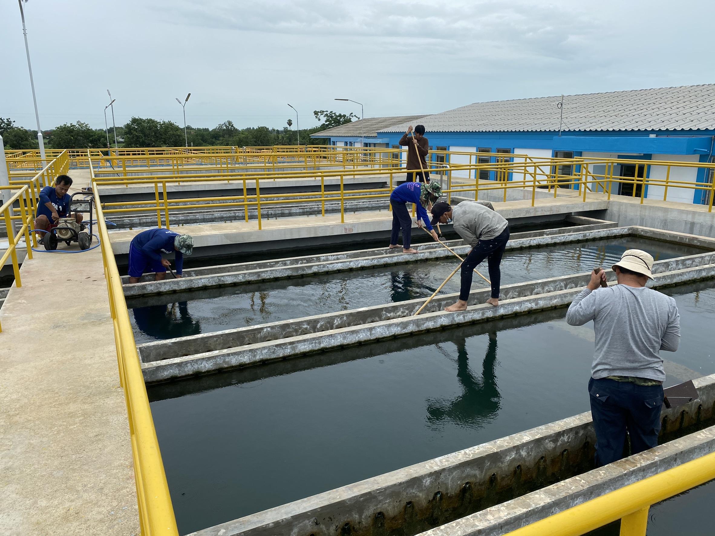 กปภ.สาขาท่ามะกา ล้างถังตกตะกอน ประจำเดือนมิถุนายน 2564 ณ สภานีผลิตน้ำท่าม่วง