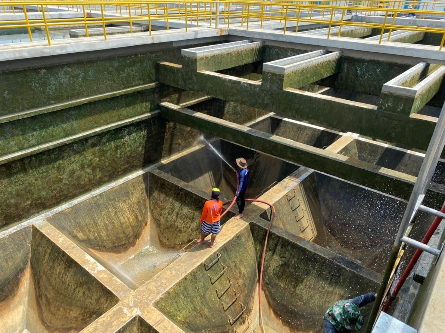 กปภ.สาขาท่ามะกา ล้างถังตกตะกอน ประจำเดือนกันยายน 2564 ณ สภานีผลิตน้ำท่าม่วง
